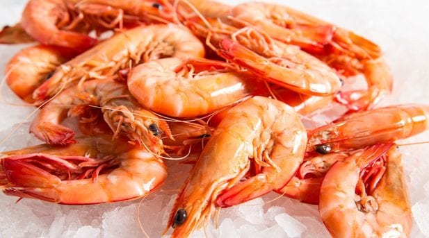 How to peel & devein a prawn…