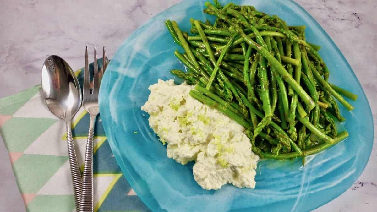 BABY ASPARAGUS WITH LEMON RICOTTA