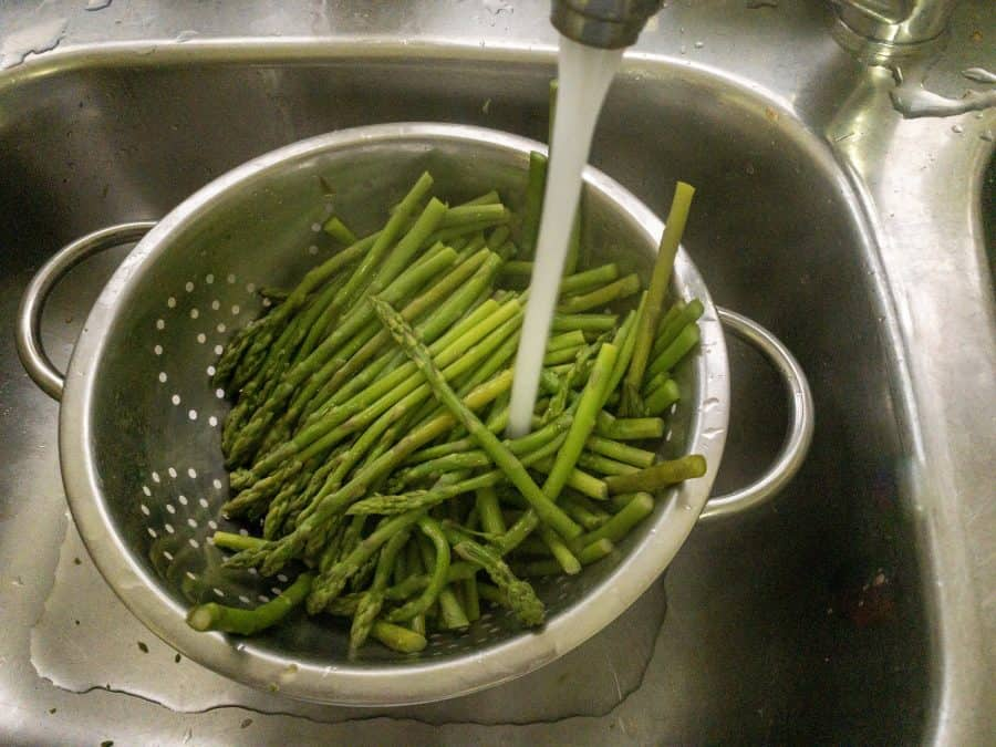 RINSING BABY ASPARAGUS UNDER COLD WATER