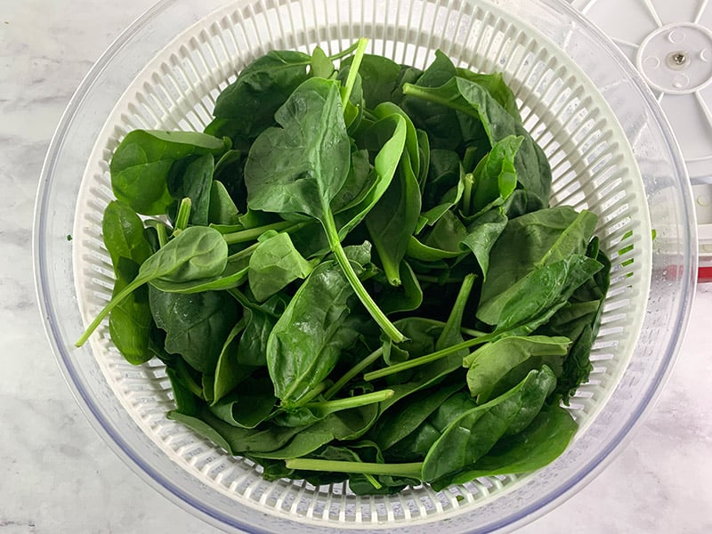 BABY-SPINACH-IN-SALAD-SPINNER