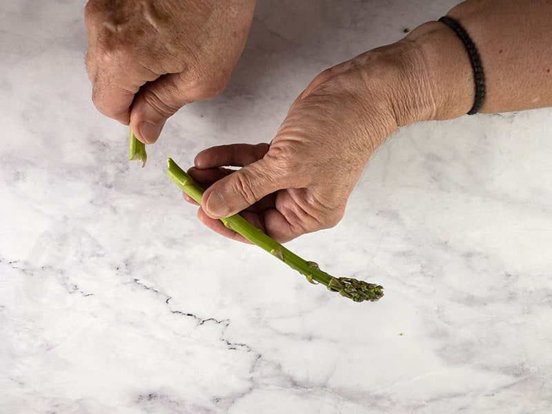 BENDING ASPARAGUS TO CUT OFF WOODY STALKS 2