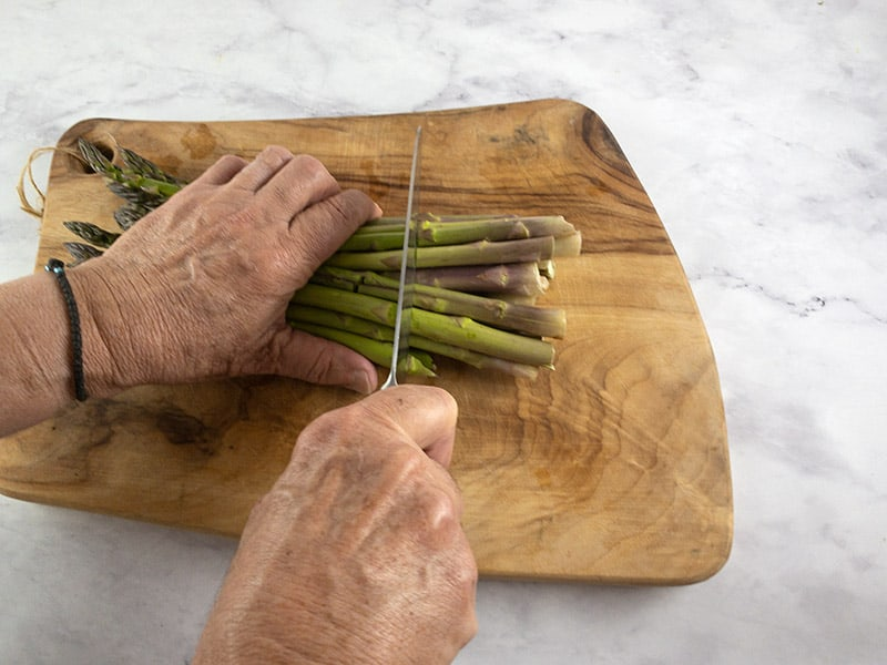 LINING UP YOUR ASPARAGUS FOR CUTTING