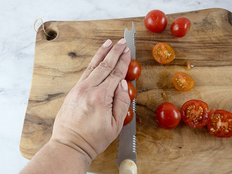 CUTTING-CHERRY-TOMATOES-WITH-HAND