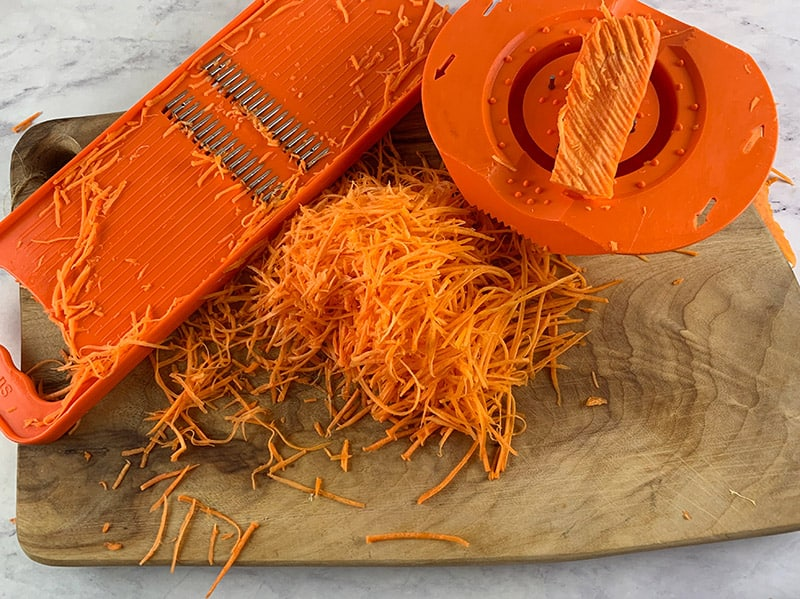 GRATING-CARROT-WITH-MANDOLINE