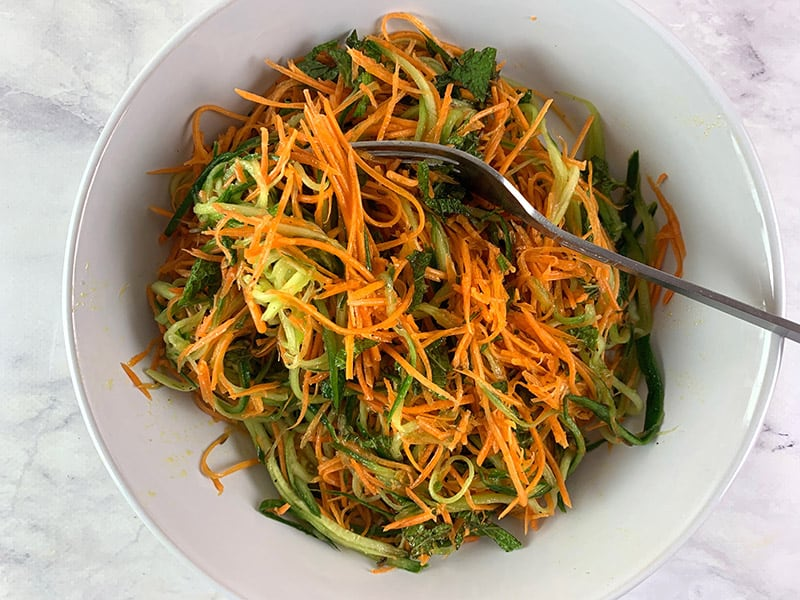 MIXING-AROMATIC-CUCUMBER-&-CARROT-SALAD
