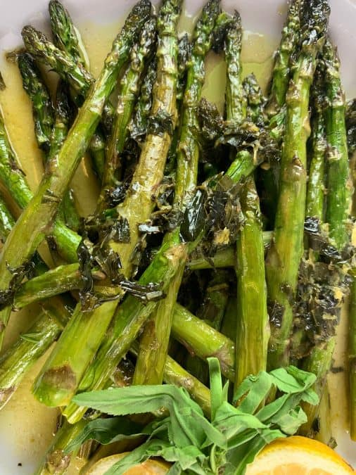02-CLOSEUP-OF-OVEN-ROASTED-ASPARAGUS