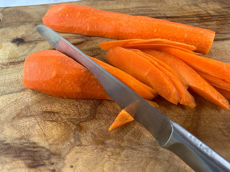 03-CUTTING-CARROTS-ON-THE-DIAGONAL
