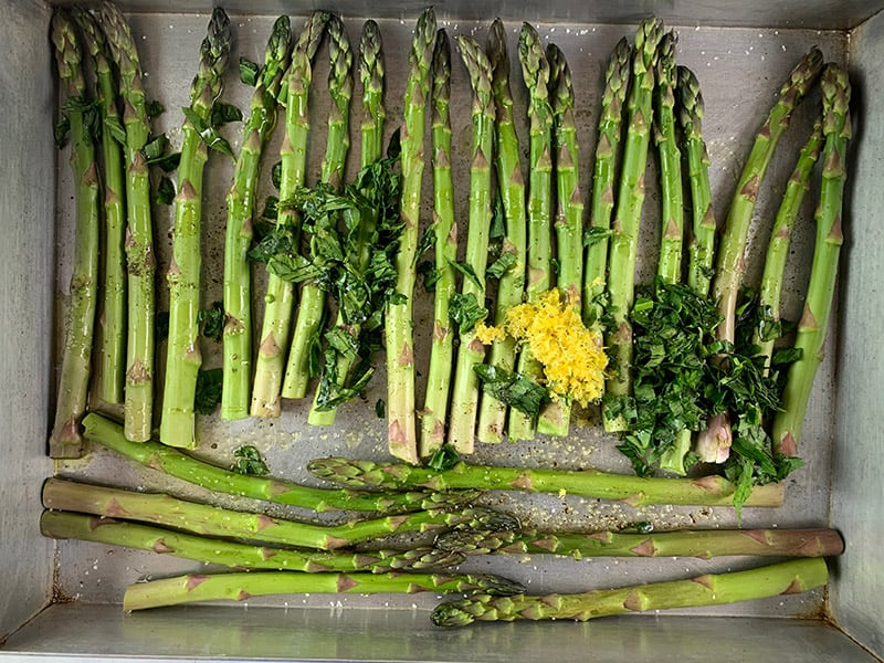 04-ASPARAGUS-IN-TRAY-WITH-TARRAGON,-ZEST-AND-OIL