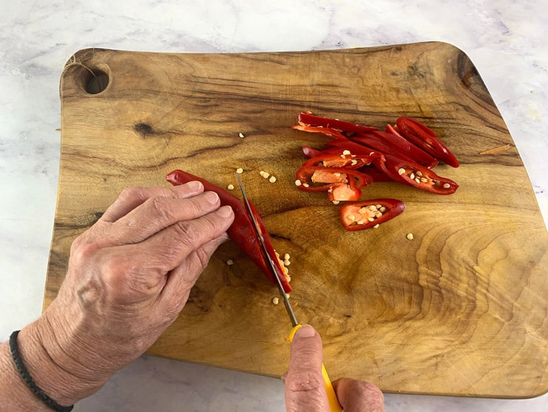 SLICING-CHILLI-ON-THE-DIAGONAL