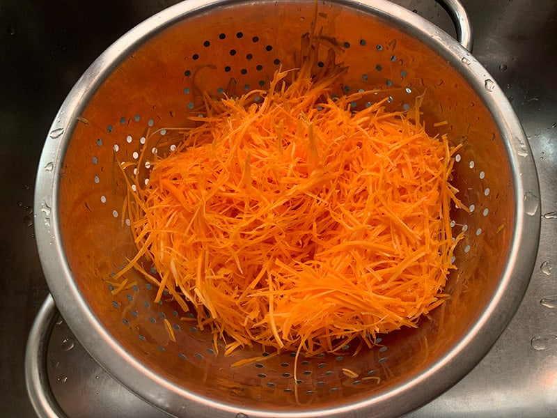 STRAINING-SHREDDED-CARROT