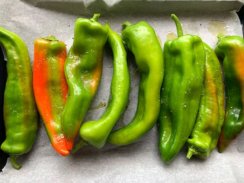 WASHED LONG PEPPERS ON A TRAY