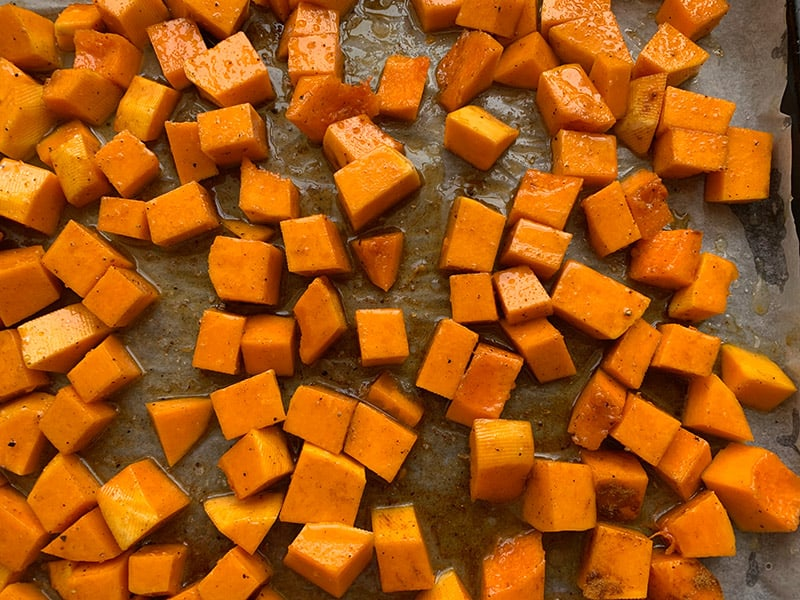 04-MIXING-PUMPKIN-WITH-OIL-AND-SPICES