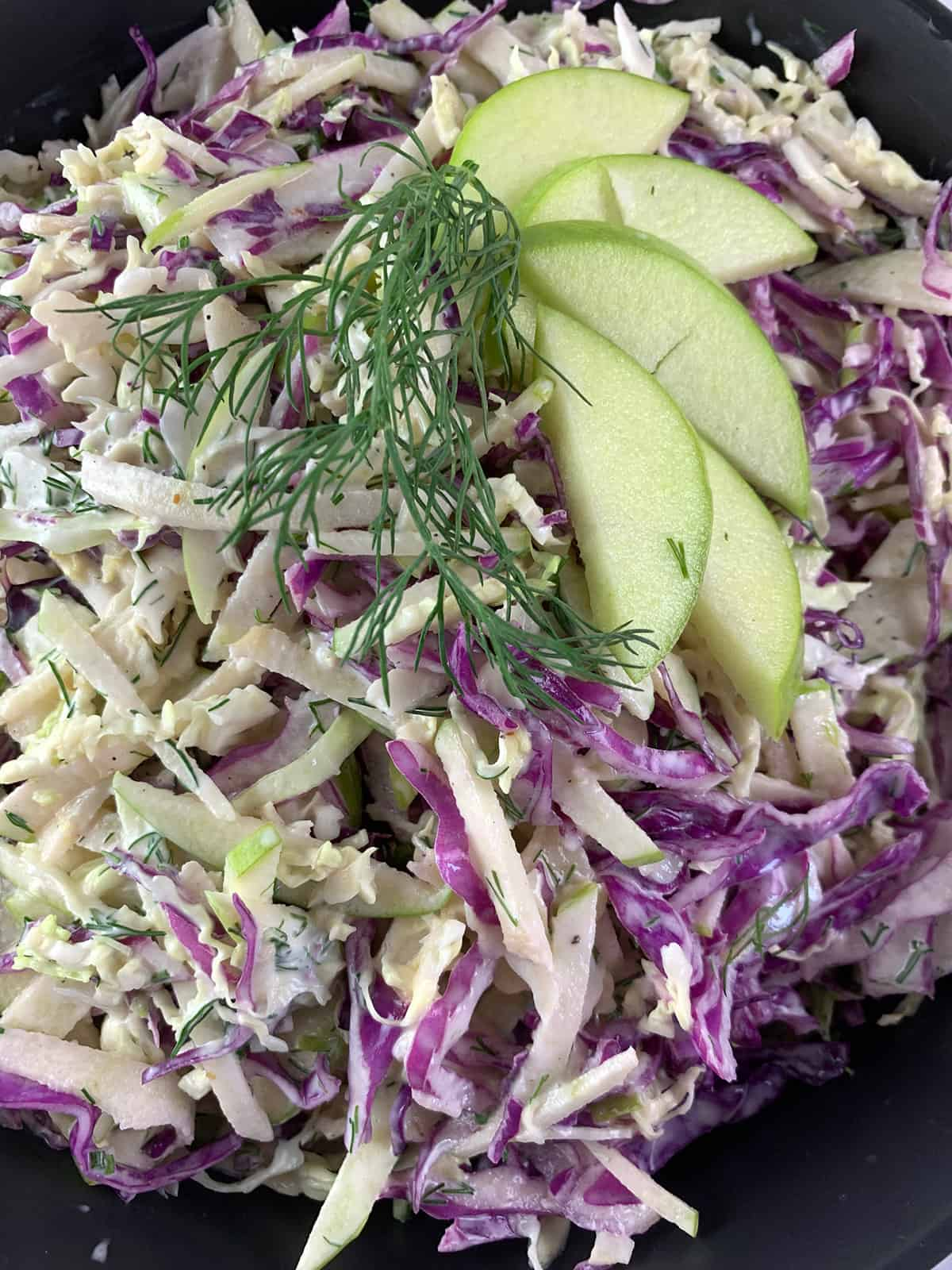 CLOSE-UP-OF-APPLE-SLAW