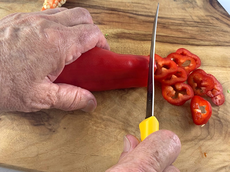 SLICING RED BULLHORN PEPPER