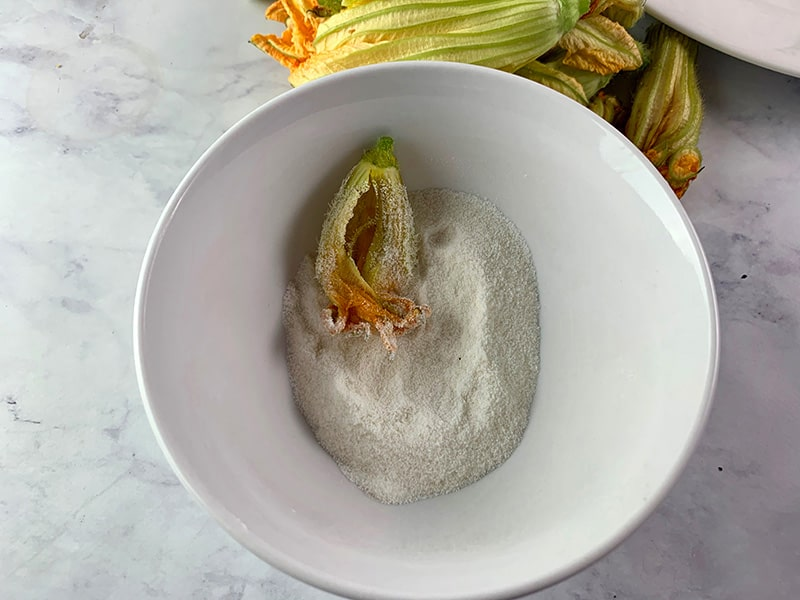06-DREDGING-BLOSSOMS-IN-RICE-FLOUR