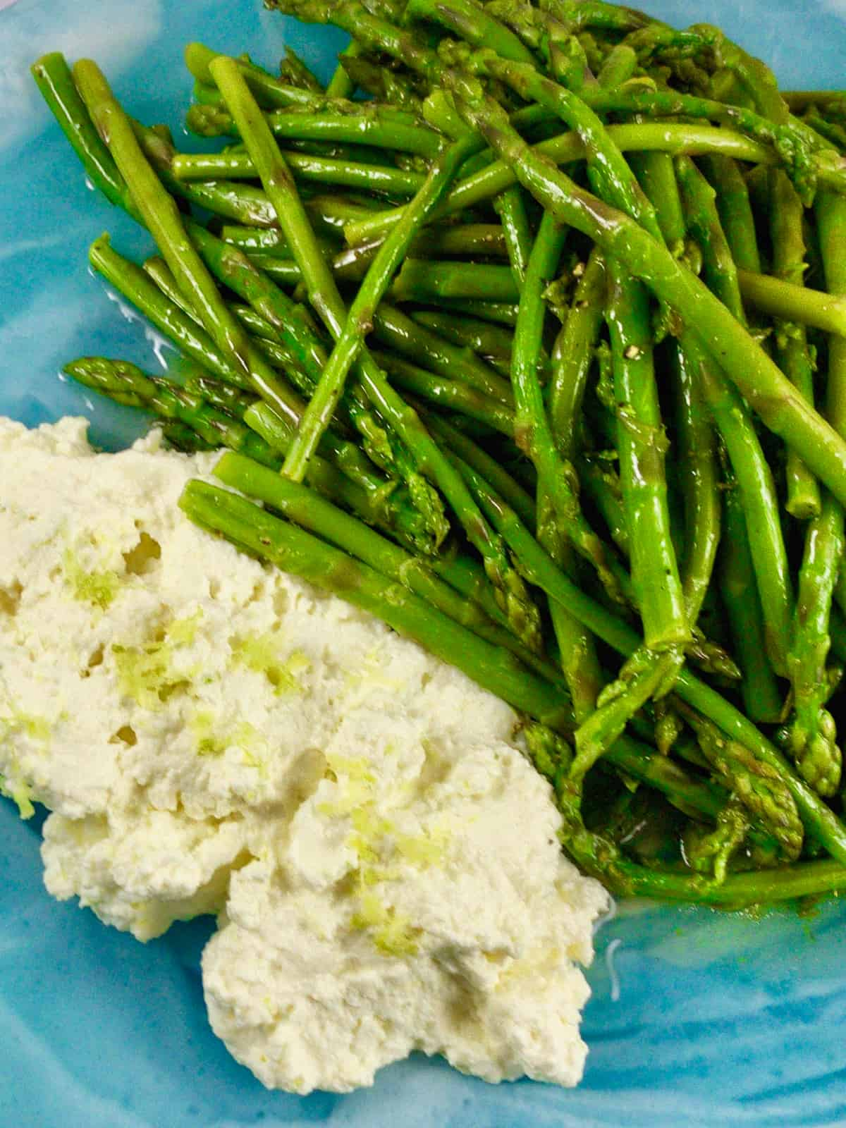 CLOSE UP OF BABY ASPARAGUS & LEMON RICOTTA SALAD