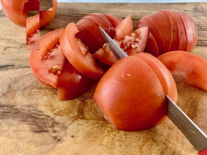 SLICING PLUM/ROMA TOMATOES HORIZONTALLY