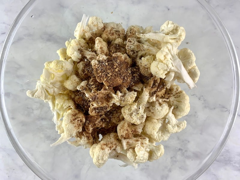 CAULIFLOWER FLORETS WITH OIL & ZA'ATAR IN BOWL
