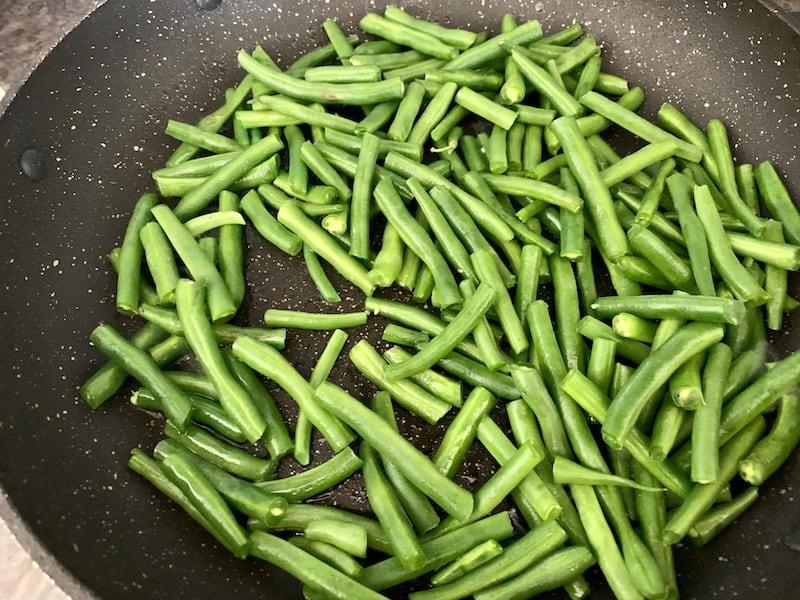 SAUTÉ EING GREEN BEANS IN A HOT PAN