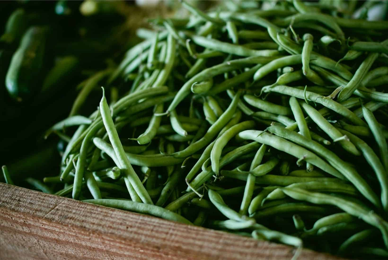 GREEN BEANS IN A WOODEN BOX
