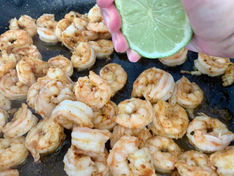 SQUEEZING LIMES ON PRAWNS IN PAN